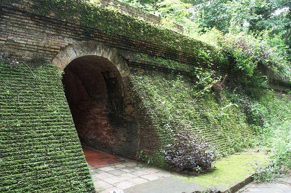 Entrée des tunnels de Wat Umong