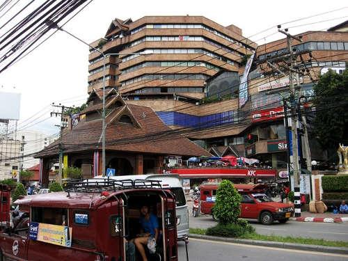 Le plus anciens centre commercial de la ville - Kad Suan Kaew