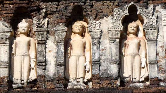 Statues datant de la période Hariphunchai - Wat Kukut - Lamphun