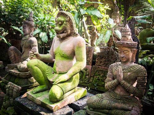 Statues au Bar Phor Liang Muen
