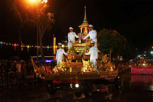 Defilé de Chars durant Loy Krathong