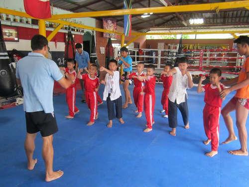 Entrainement d'enfant a la boxe thaïlandaise