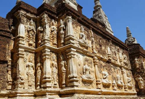 Murs du Wat Ched Yod