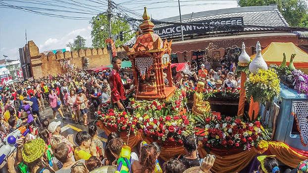 Parade De Songkran