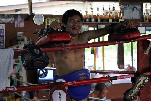 Un des entraîneurs du camp Muay Thai Santai